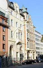 Mehrstöckie Gründerzeitgebäude an der Königsstrasse, Hamburger Stadtteil Altona-Altstadt.