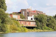 Industriearchitektur am Hovekanal - Gewerbegebäude am Hovekanal, Hamburg Veddel.
