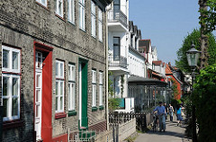 Historische Wohnhäuser in Hamburg - Othmarschen; Lotsenhäuser von Oevelgönne.
