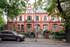 Wohnhaus - Reihenhaus; Backsteinarchitektur - erbaut 1892; Sierichstrasse, Hamburg Winterhude.