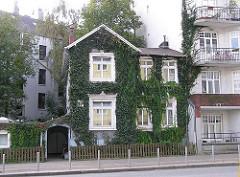 Häuser in Hamburg - Architektur der Stadtteile - Stadtvilla im Lokstedter Weg, Hamburg Eppendorf.