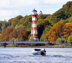 Leuchttürme Hamburg Wittenbergen - Herbstwald an der Elbe.