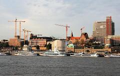 Baustellen an der Bernhard Nocht Strasse - Hochhäuser werden gebaut, die die Silhouette Hamburgs bestimmen. (2006)