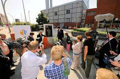 Einweihung einer Informations-Solar-Stele beim Heizkraftwerk Hafencity.