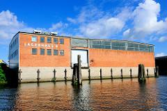 Lagerhaus D im Moldauhafen - Speichergebäude im Hafen Hamburgs - Bilder aus dem Kleinen Grasbrook.