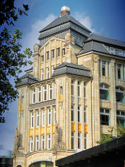 Historisches Kontorhaus in der Spitalerstrasse / Hamburg Altstadt - Architekt Franz Bach.