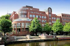 Gebäude der Groneschule / Grone Bildungszentrum in Hamburg Hammerbrook - Anleger am Mittelkanal