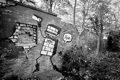 Alte Mauer im Hamburger Stadtteil Altona Altstadt - Grafitti; Schwarz-Weiss Aufnahme