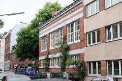 Maschinen Tueten Couvertfabrik - Strassenansicht des 1884 errichteten Industriegebäude der Gründerzeit.