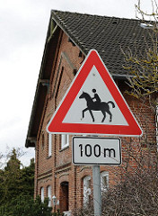 Hinweisschild Achtung Reiter, Reitpferde / Billdeich.