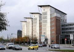 Hamburger Bürohäuser - Bürogebäude in der amsinckstrasse, Strassenverkehr.