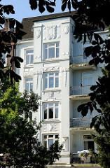 Hausfassade - Dekorelement des Historismus - Barmbekerstrasse / HH-Winterhude.