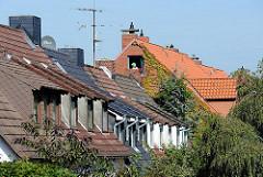 Dachfenster von Reihenhäusern - Hamburgs Architektur - Häuser im Stadtteil Süllfeld.