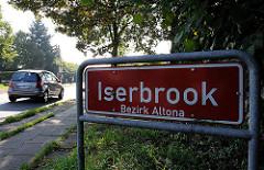 Stadtteilschild Iserbrook - Bezirk Altona - rotes Schild mit weisser Schrift.