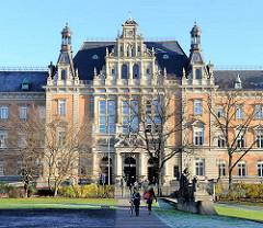 Hamburger Strafjustizgebäude am Sievekingplatz; erbaut 1879 -82; Architekt der damalige Oberbaudirektor Carl - Zimmermann.