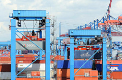 Double Rail Mounted Gantry (DRMG) - Containerterminal Altenwerder; unterschiedlich hohe Portalkranpaare transportieren die Container vollautomatisch.