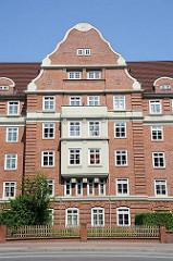 Bilder von Hamburgs Architektur - Giebelfassade Backstein - Stadtteil Hamburg Bahrenfeld, Bezirk Hamburg Altona.