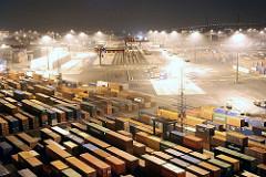 Nachtaufnahme aus dem Hamburger Hafen - Beleuchtetes Containerlager auf dem HHLA Container Terminal Burchardkai.