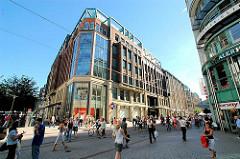 Blick in die Spitaler Strasse - Fussgängerzone in der Hamburger Innenstadt - Bilder aus dem Stadtteil Hamburg-Altstadt.