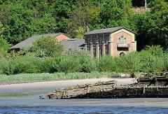 Bilder aus Hamburg Blankense - Altonaer Wasserwerke, 1859 in Betrieb genommen - Maschinenhaus am Ufer der Elbe