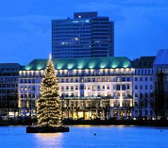 Weihnachtstanne auf der Alster - Hotel am Neuen Jungfernstieg
