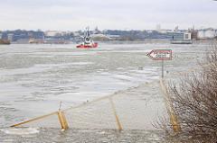 Zollgrenze / Freizonengrenze am Ufer des Köhlbrands / Süderelbe - der Grenzzaun geht bis ins Wasser.