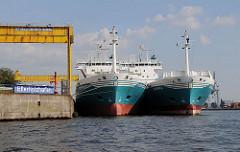 Blick in den Ellerholzhafen - Hafen Hamburgs auf Steinwerder.