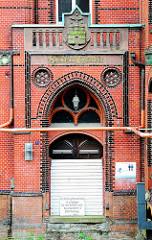 Vernagelter Eingang des Gebäudes des ehem. Amts für Strom und Hafenbau in der Hamburger Hafencity.
