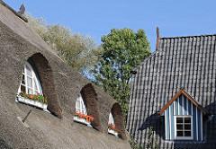Reetdach mit Fenstergauben, Dachfenster -  Hotel Alster Au