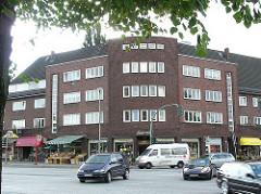 Hamburger Verkehrsstrassen - Hauptverkehrsstrasse - Knotenpunkt Siemerplatz. Auotverkehr auf Hamburgs Strassen.