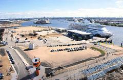 Bilder von der Hamburger Grossbaustelle Hafencity - Hamburger Cruise Center , Kreuzfahrtterminal mit der AIDAvita. (2007)