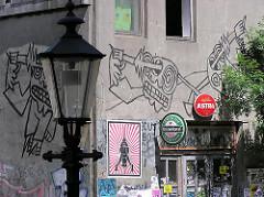 Graffitie am Eingang des Gebäudes Hafenklang - Hamburger Baudenkmale, Abriss von historischer Bausubstanz.