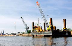 Kaiarbeiten am Versmannkai im Hamburger Baakenhafen - Bilder aus dem Stadtteil Hafencity.