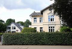 Historische und moderne Wohngebäude - Hamburg Rahlstedt Oldenfelder Strasse.