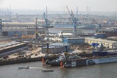 Luftaufnahme Hamburg Steinwerder - Werftgelände von Blohm + Voss, Köhlbrandbrücke.