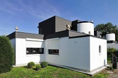 Moderne Architektur im Hamburger Stadtteil Farmsen Berne - Kubischer Architekturstil - Architekturfotografie in Hamburg.