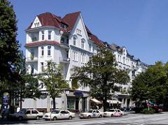 Eppendorfer Landstrasse - Hochherrschaftliche Wohnhäuser, Etagenhäuser in der Eppendorfer Landstasse, Taxistand.