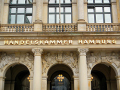 Gebäude der historischen Börse am Adolphsplatz in Hamburg Altstadt - Handelskammer Hamburg.