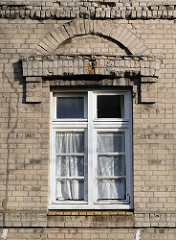 Fenster mit Mauerwerk - Steinbeker Strasse - Hamburg Hamm Süd.