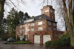 Altes Rathaus von Wohldorf Ohlstedt. Backsteinarchitektur von 1929