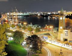 Nachtaufnhame von den St. Pauli Landungsbrücken - Bilder aus der Hansestadt Hamburg.