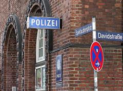 Schilder Polizei, Spielbudenplatz, Davidstrasse - Bilder aus dem Hamburger Stadtteil St. Pauli.