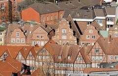 historische Neubauten an der Peterstrasse in der Hamburger Neustadt; Rekonstruktion von Hamburger Bürger- und Kaufmannshäusern nach alten Plänen.