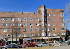 Wohnhaus mit Geschäften im Paterre - wohnen auf der Veddel, Bezirk Hamburg Mitte.