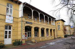 Historisches Gebäude mit Terrassen - altes Krankenhausgelände  Altona Altstadt - Haus Drei, Kulturzentrum - Stadtteilzentrum.