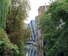 Harburger Kaufhauskanal  - historische Bebauung - moderne Bürohäuser.