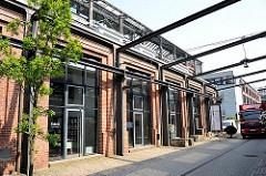 Historische Industriegebäude - alte Fabrikgebäude in der Hansestadt Hamburg - Architekturgeschichte, Architekturfotografie.