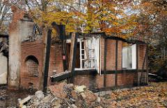 Ruine der abgebrannte Raeucherkate in der Claus Ferck Strasse.