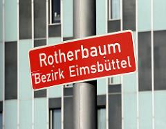 Stadtteilschild Rotherbaum, Bezirk Eimsbüttel; im Hintergrund die Fassade vom Dorint Hotel; Architekten Bothe, Richter, Teherani.