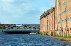Bilder aus Hamburg Kleiner Grasbrook - Brücke Veddeler Damm - Speichergebäude; Industriearchitektur - Hafenarchitktur.
